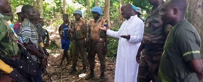 Dom Yapaupa tenta diálogo com grupos armados