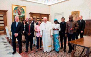 Vítimas da perseguição religiosa encontram Papa Francisco