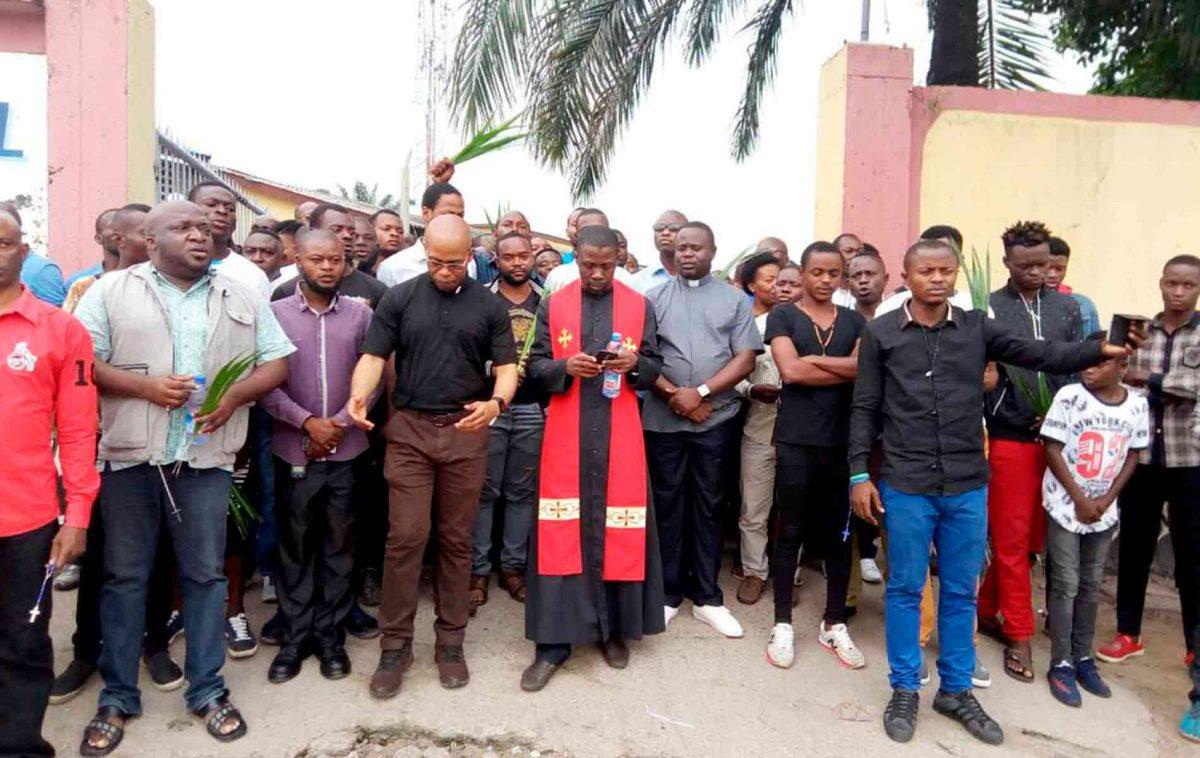 Fiéis se preparam para marcha pacífica, na República Democrática do Congo