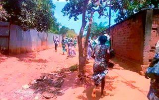Fiéis correm durante ataque na República Centro Africana