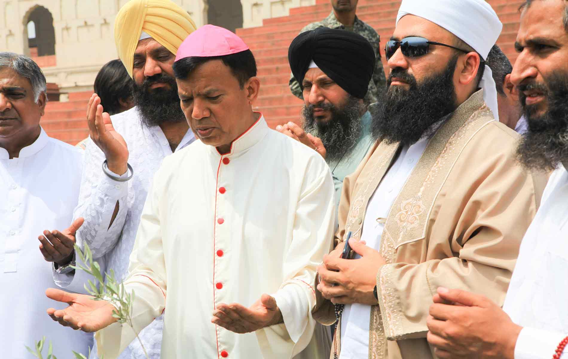 Bispo do Paquistão pede orações após ataque contra cristãos