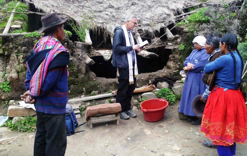 Visita missionária à comunidade no Peru