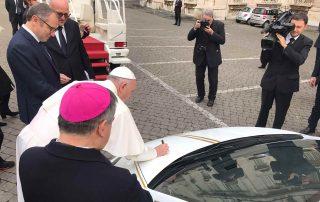 Lamborghini doada ao Papa