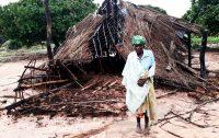 Reconstrução de capelas destruídas por ciclones em Janeiro de 2018, norte de Moçambique.