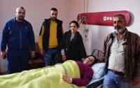 Najwa Arabi e sua família no Hospital Mzeina, Síria
