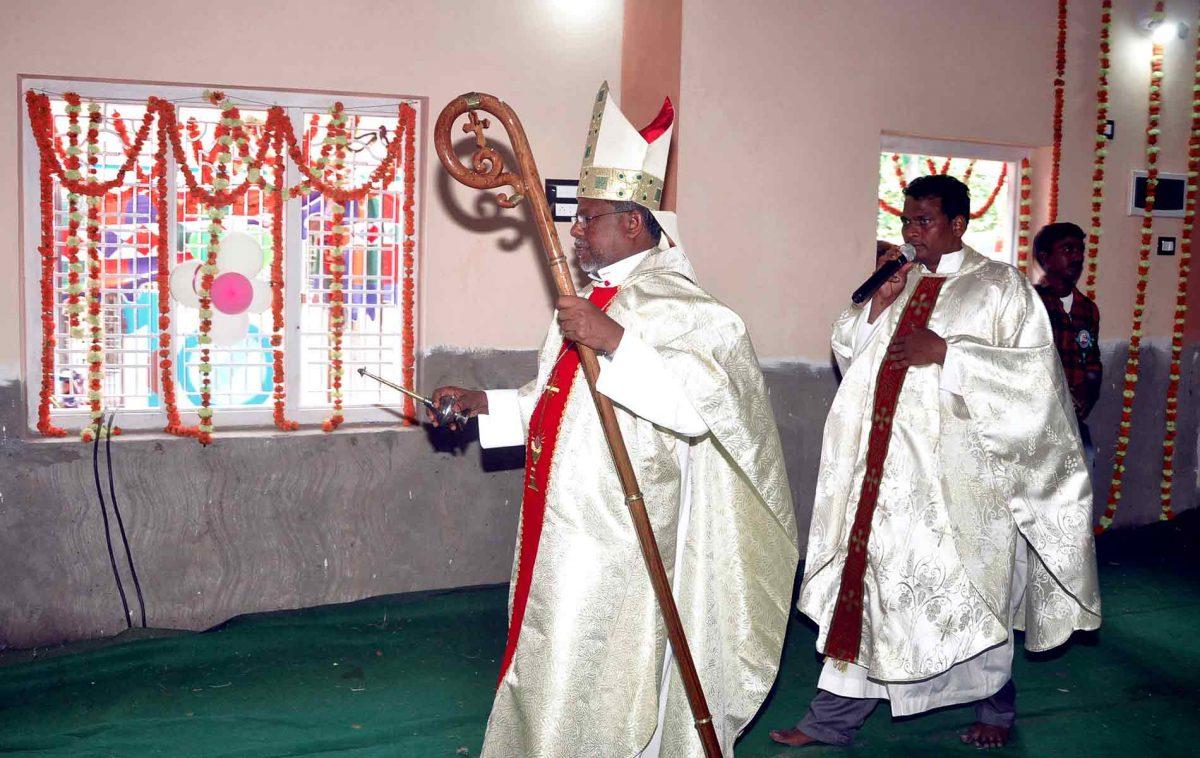 Construção de nova capela no vilarejo de Vipparu do Oeste