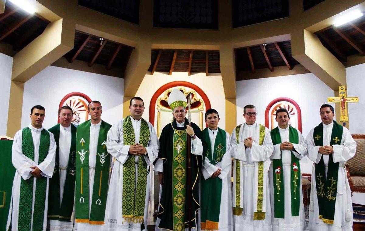 Formação de 91 jovens seminaristas no seminário diocesano de Nossa Senhora