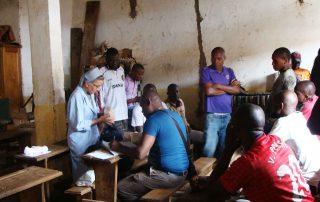 Freira em penitenciária em Camarões