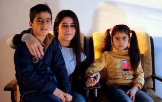 Rasha Draizy e seus dois filhos