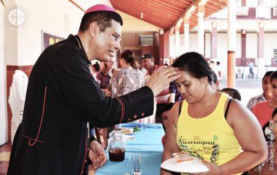 Bispo de Granada, Jorge Solórzano Pérez: distribuição de refeição para os pobres da cidade