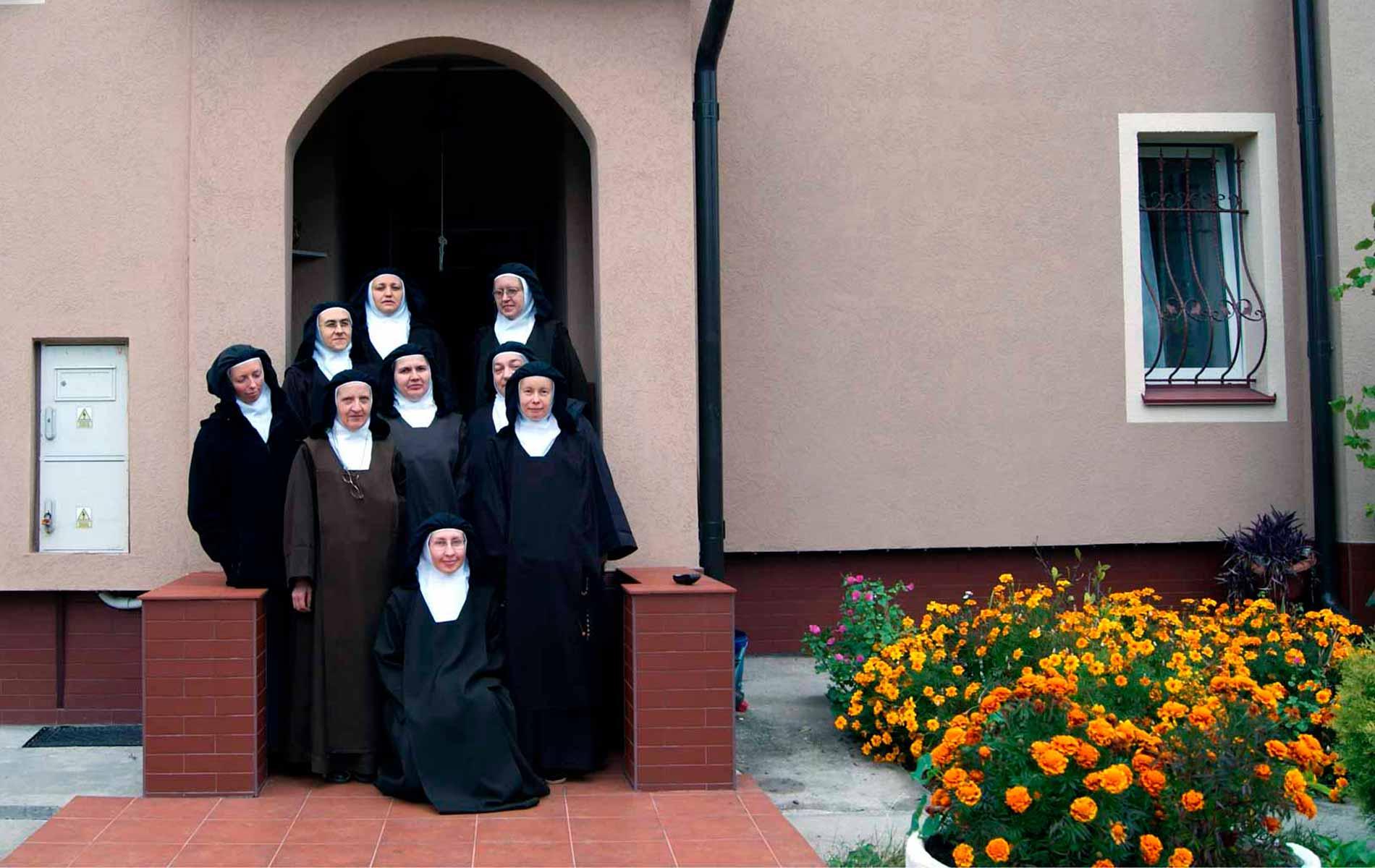 Ajuda existencial para 8 Irmãs Carmelitas Descalças em Kiev, Ucrânia