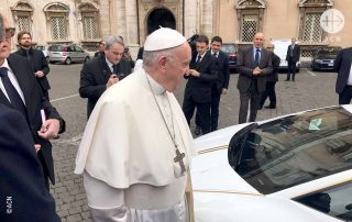 O papa leiloa a Lamborghini para apoiar os cristãos no Iraque