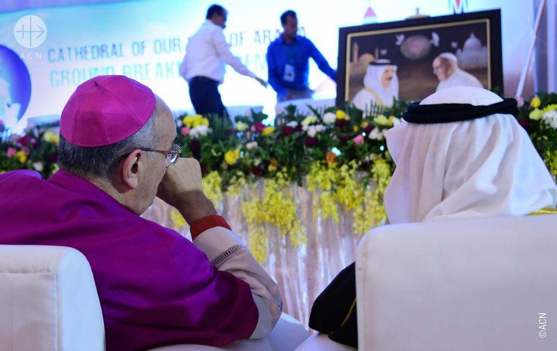 Cerimônia de inauguração da catedral em Bahrein