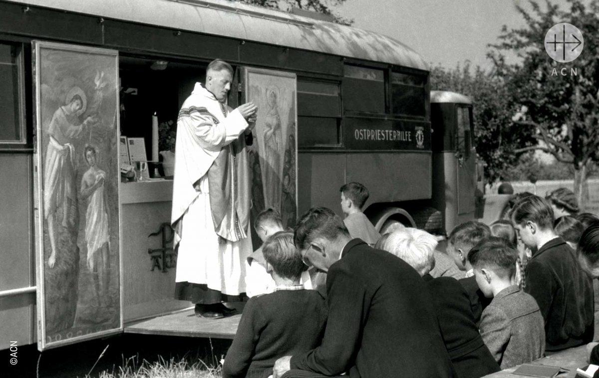 Santa Missa em caminhão capela