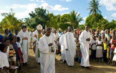 Construção da capela de Santa Madalena em Nyapapa